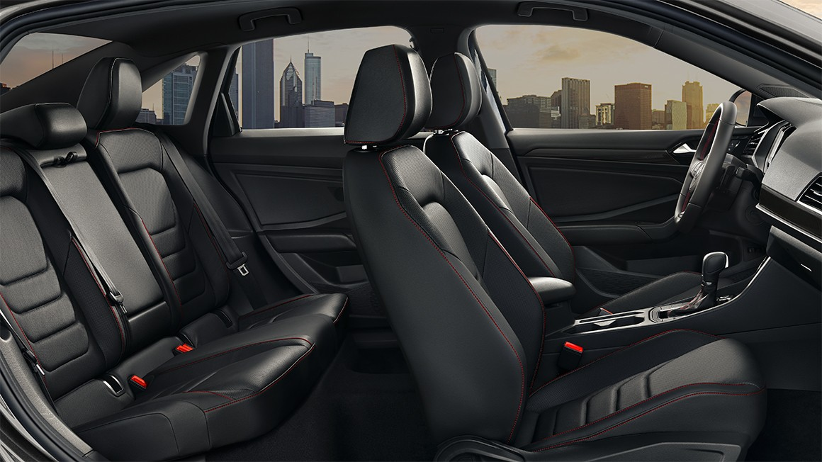 COMFORT SPORT SEATS WITH CONTRAST STITCHING