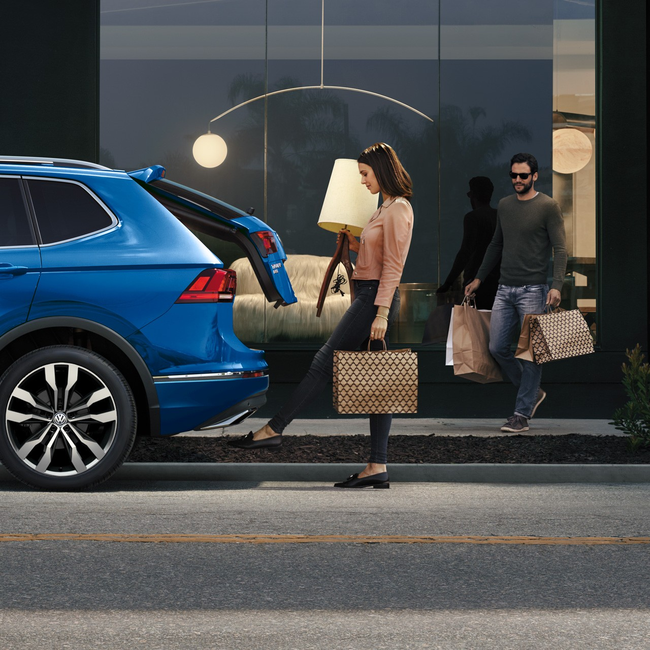 HANDS FREE EASY OPEN LIFTGATE