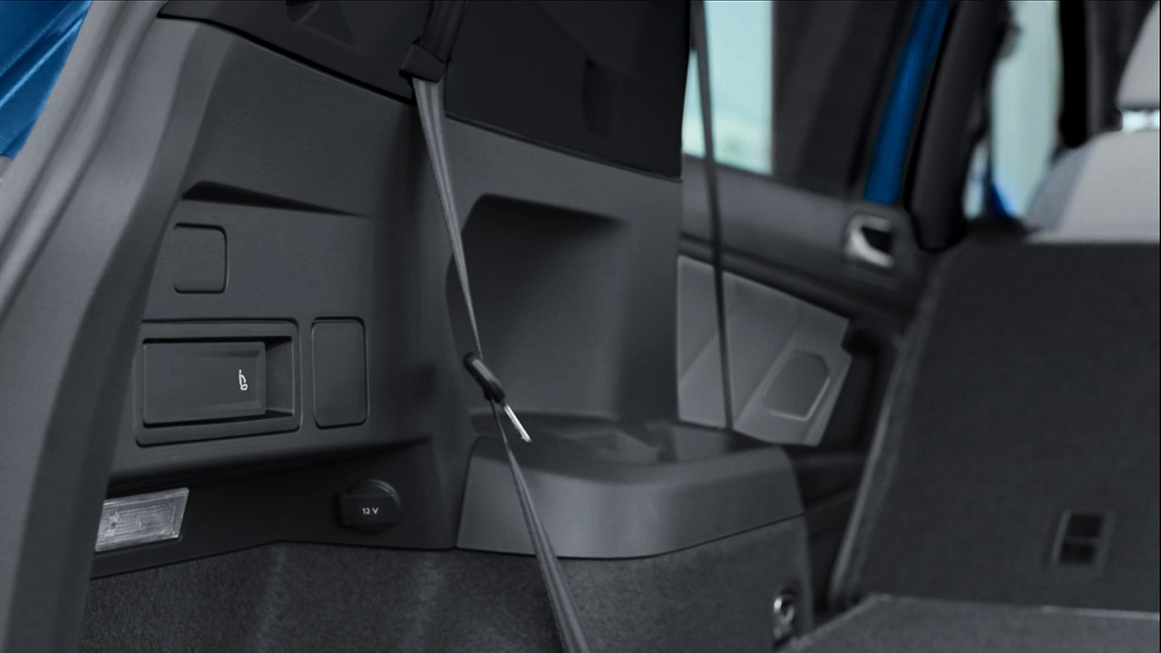 SEAT RELEASE LEVERS IN CARGO AREA